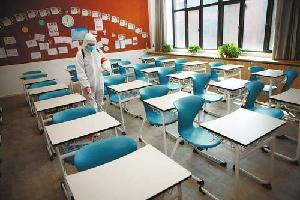 布小林到鄂爾多斯市慰問我區援鄂醫護人員調研開學復課準備工作